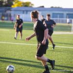 サッカーの練習をしている画像