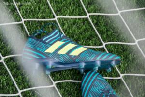 サッカーゴールとスパイク